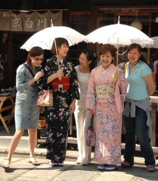kimono-girls.jpg
