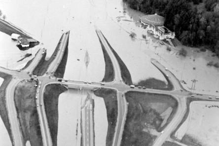 13345493_web1_1990-sumas-flood-gps